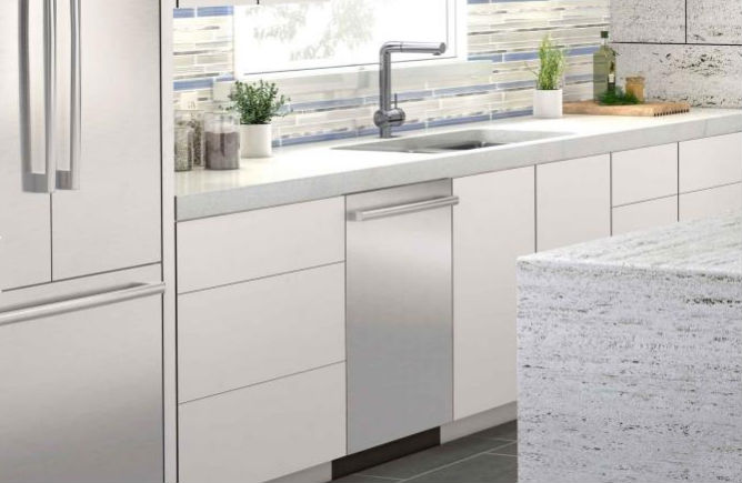 """The """"Universal"""" Dishwasher Buying Guide: What To Look For In A Dishwasher"""